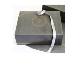 Gift wrapping service - gray-gold box
